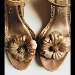 gorgeous jack rogers rose gold sandals• size 9.5